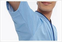 肩周りには、肩のつっぱりが少ないエアーアームカットを採用