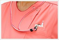 左胸はPHSも入れられる二重ポケットが付いています