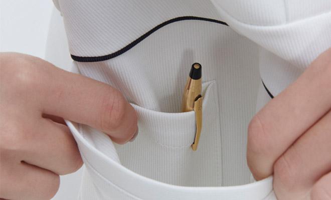 右腰ポケットにはペン挿しポケット付き