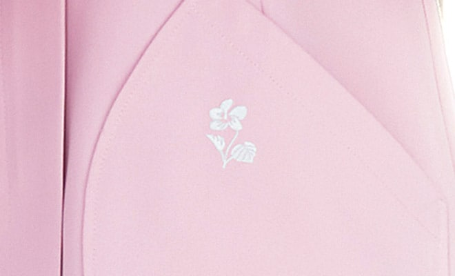 ポケットにはワンポイント刺繍が入っています