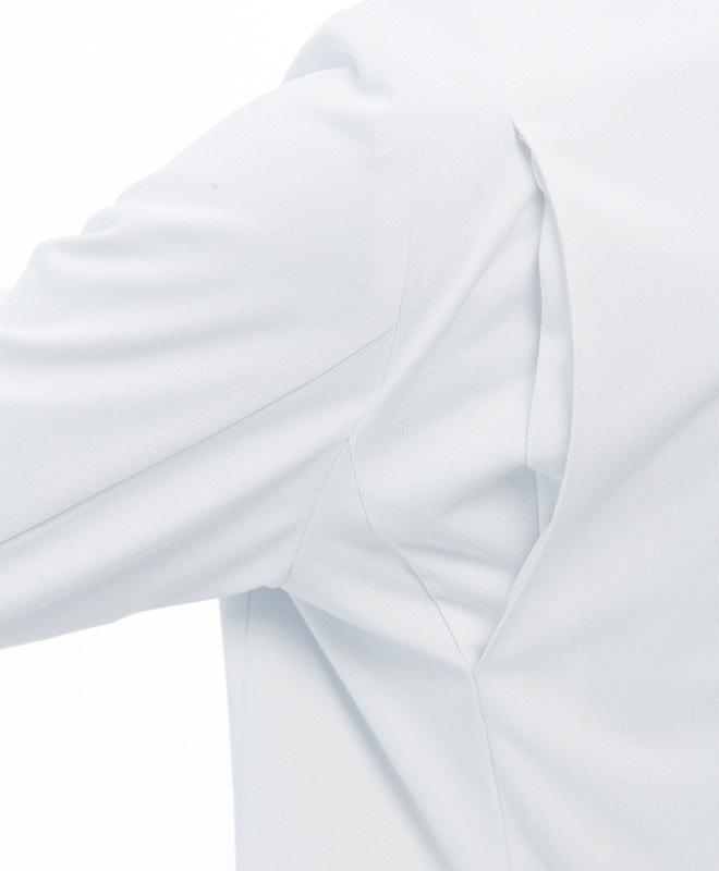 ストレッチ性が豊かなアクションプリーツを肩の後ろに配置。