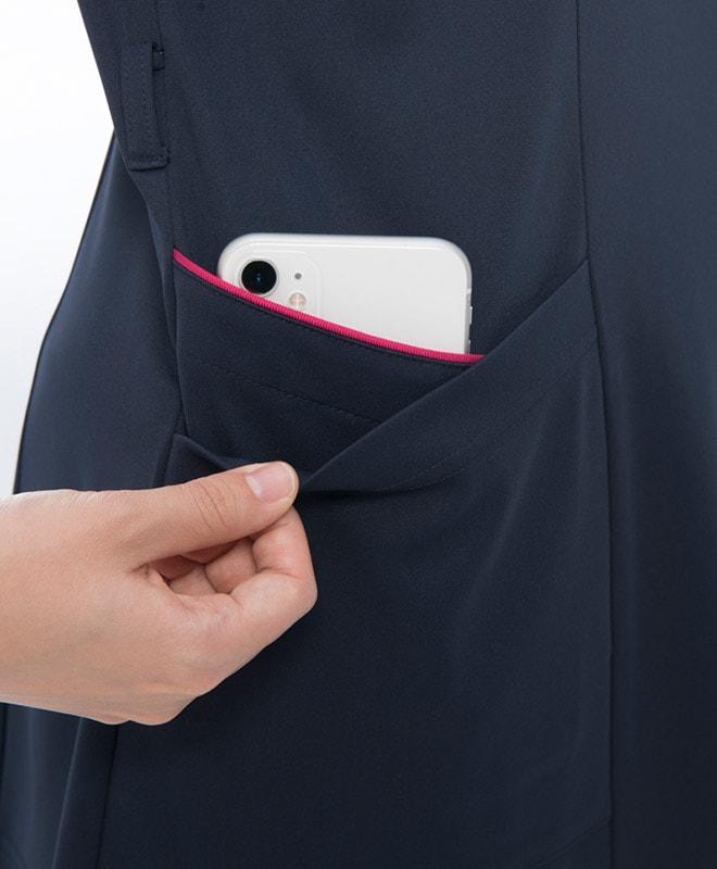 右腰のダブルポケットの内側はスマートフォンを収納できます。
