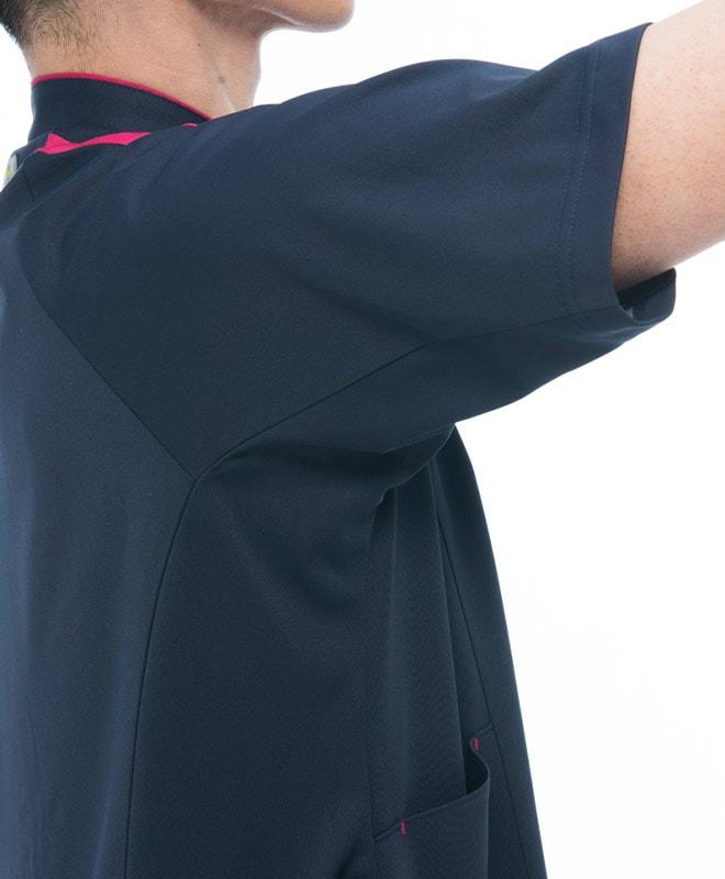 腕は上げやすく、裾はめくれにくいエアアームカットを搭載。