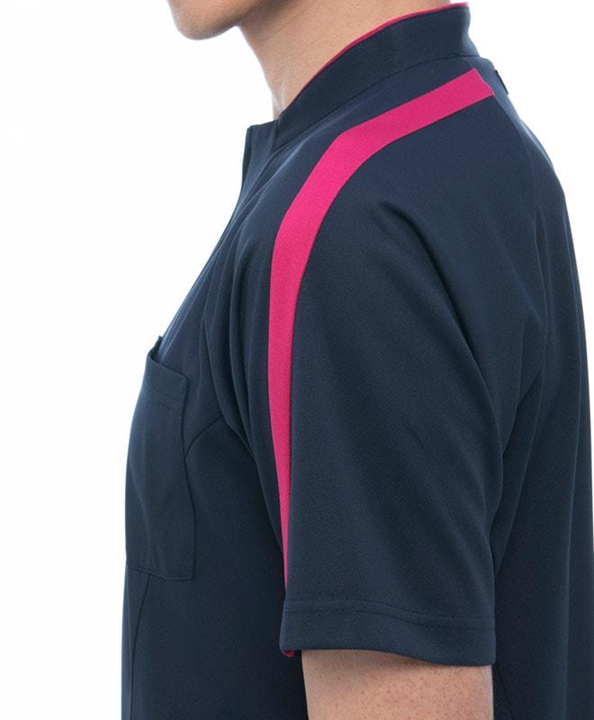 後ろ衿から肩・袖口にかけて配色のラインが入っています。