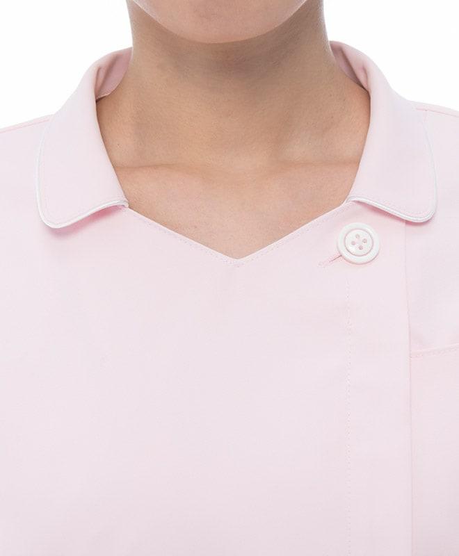 Vネック+襟付きのタイプでキチンとした雰囲気でありながらすっきり涼しいデザイン。