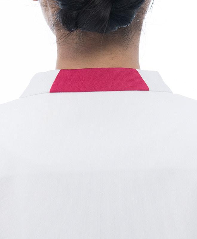 ハイネックタイプの後ろ襟。
