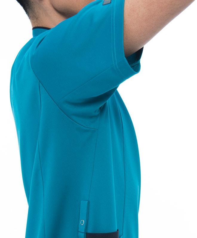 腕が上げやすく肩のつっぱりがない「エアーアームカット」。
