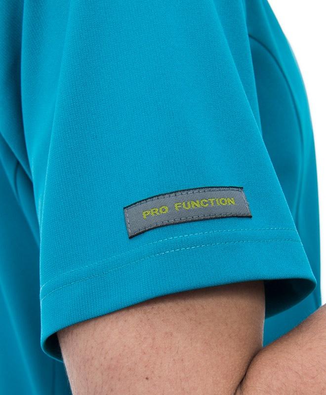 右袖にブランドピスネーム付き。