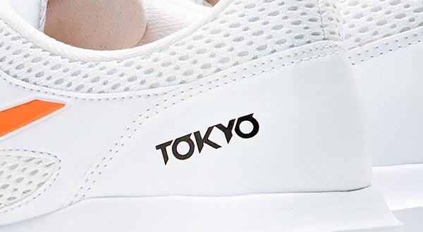 かかと部分の「TOKYO」ロゴ