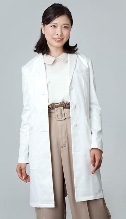 女性ドクターの白衣のコーディネート1