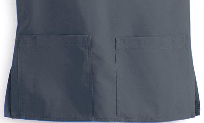 深めの両サイドパッチポケット