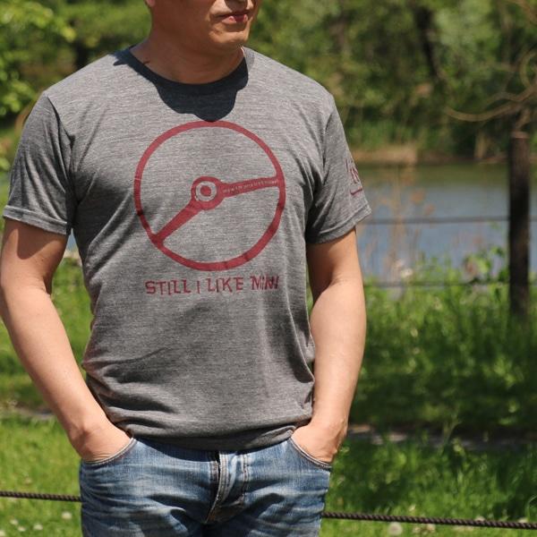 クラシックミニ ステアリング Tシャツ(チャコール/レッド)