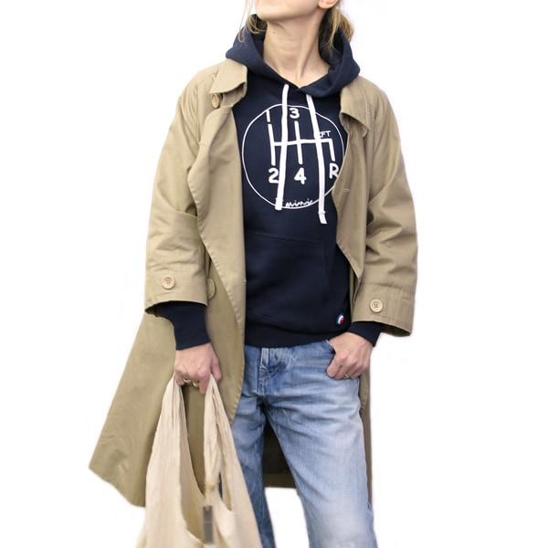 メンズパーカーのコーディネート例(女性着用)