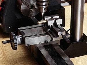 万能精密旋盤コンパクト7とミーリングアタッチメントによるドリル加工