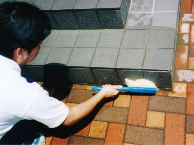 洗浄は「石材クリーナー」を使用