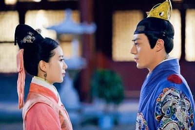 ヒロインをめぐる二人の皇帝との目が離せないロマンス