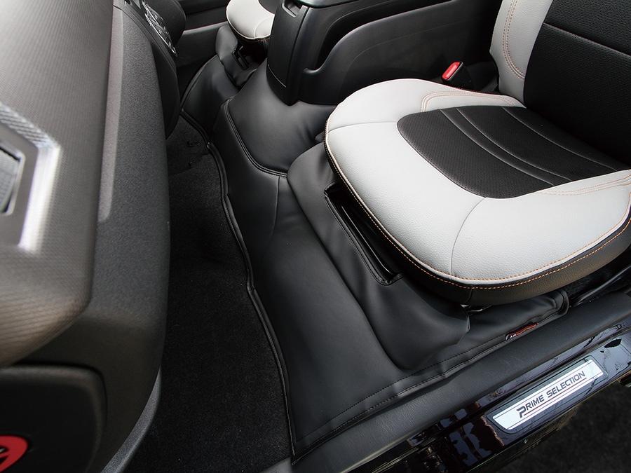 ユーアイビークル/UIvehicle ハイエース/HIACE コンプリートカー:快適車中泊パッケージ エンジンルームカバー フロント