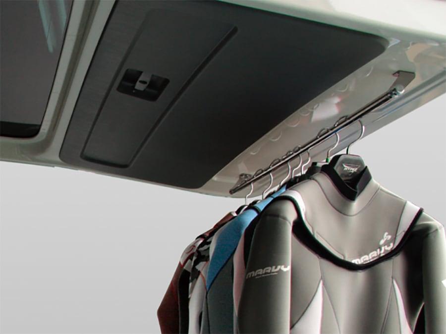 ユーアイビークル/UIvehicle ハイエース/HIACE コンプリートカー:快適車中泊パッケージ リアゲート用ハンガーレール