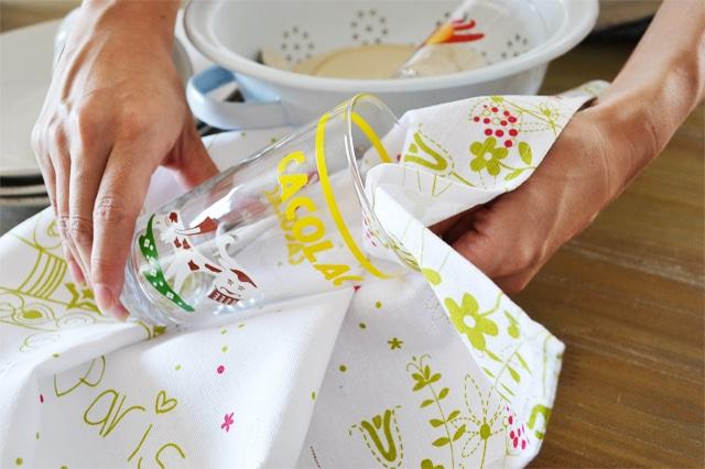 ティータオルとは。ティータオルの使い方やフランスのティータオルをご紹介。通販も可能です