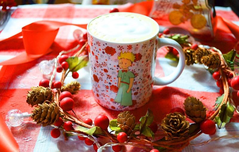 星の王子様マグカップ・バラの王子様とカフェオレ専用コーヒーとサンミッシェルのエッフェル塔缶入りフランス産ガレットのギフトセット