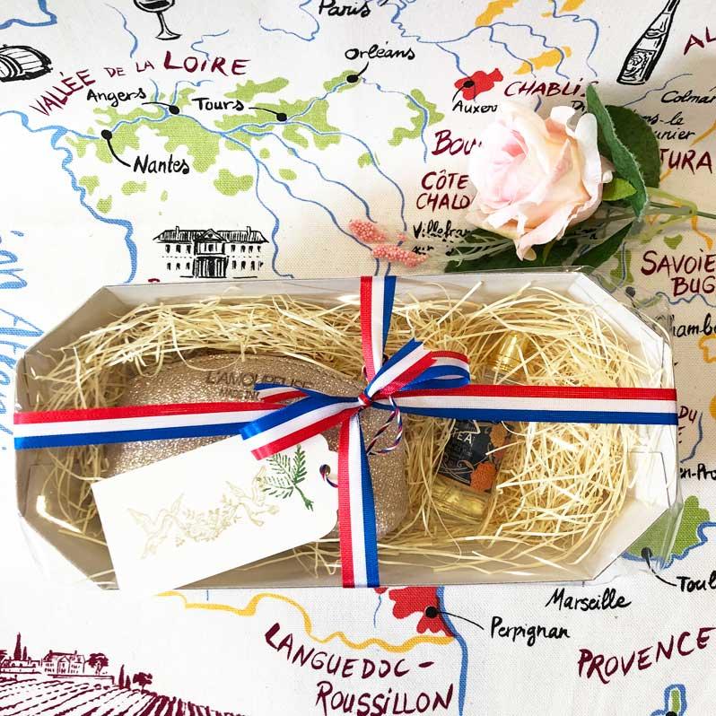 ミニ香水とコインケースのギフトセット。小さくてかわいいフランス雑貨のプレゼントです。横浜山手フランス雑貨・ラメゾンドレイル