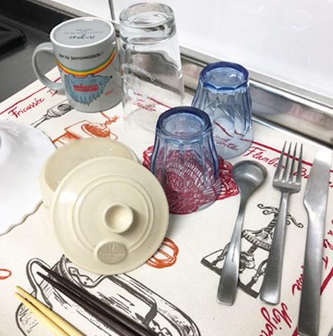フランス製ティータオルをお皿の水切りに。フランスの伝統的なキッチン用品が並んだティータオルの通販