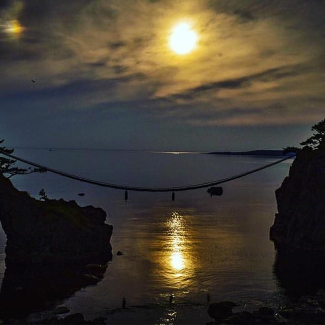 「月夜の機具岩」