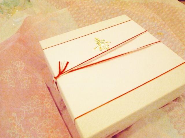 ギフト包装された箱