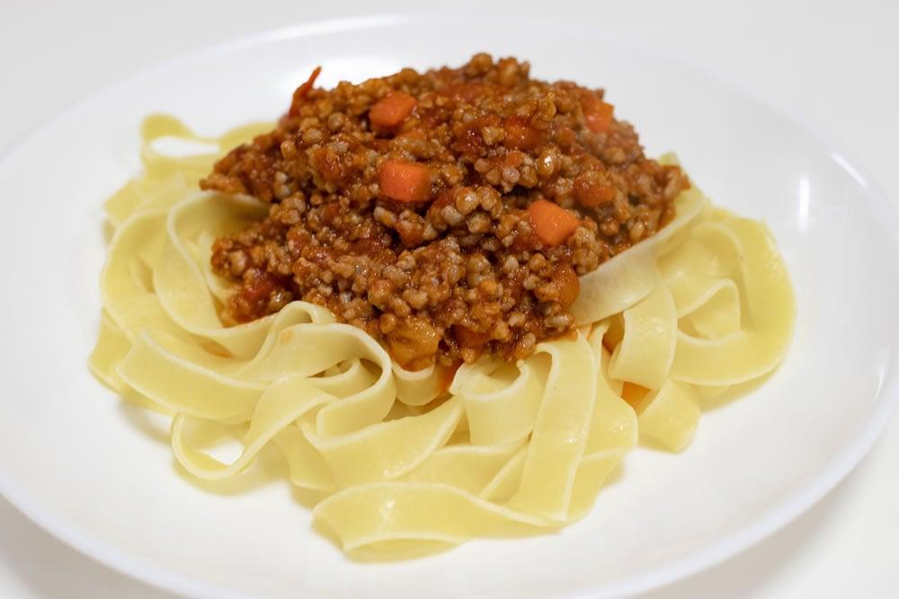 簡単!太麺がソースとよく絡むボロネーゼパスタ