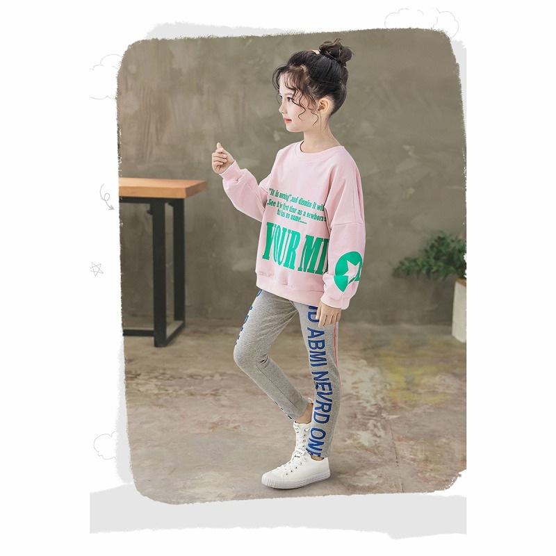 キッズダンス衣装のサイドロゴのレギンス、着用イメージ2