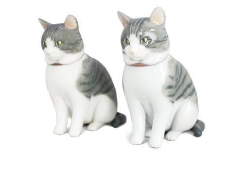 2種類の猫フィギュア