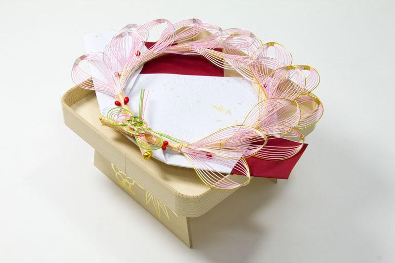 指輪飾り(台付き)