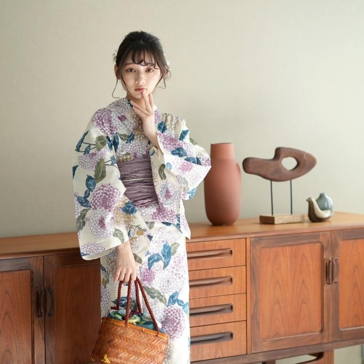 品番 5013024913 / 浴衣3点セット utatane 古典柄 レトロ アンティーク 系 菊 アイボリー 系(画像)