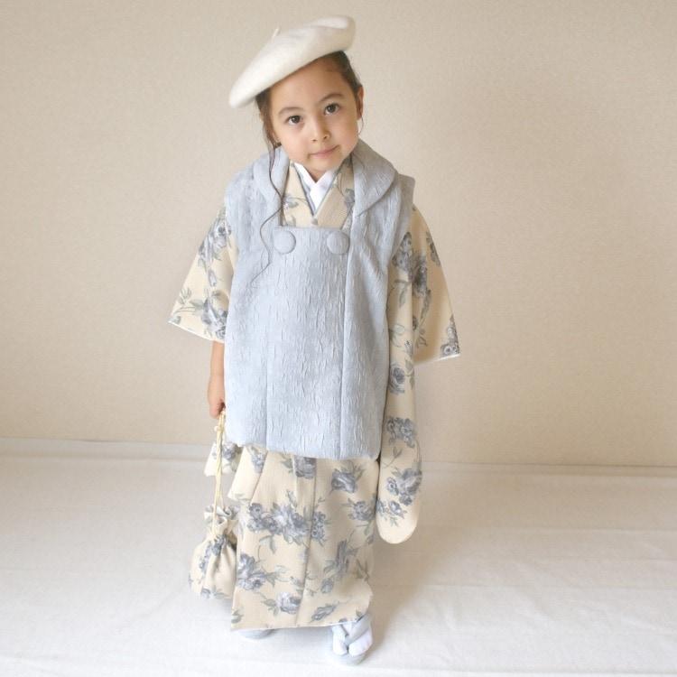 品番 6715612000 / utatane 女児(3歳)七五三 着物 被布セット 華やか 可愛い系 花柄 ベージュ系(画像)