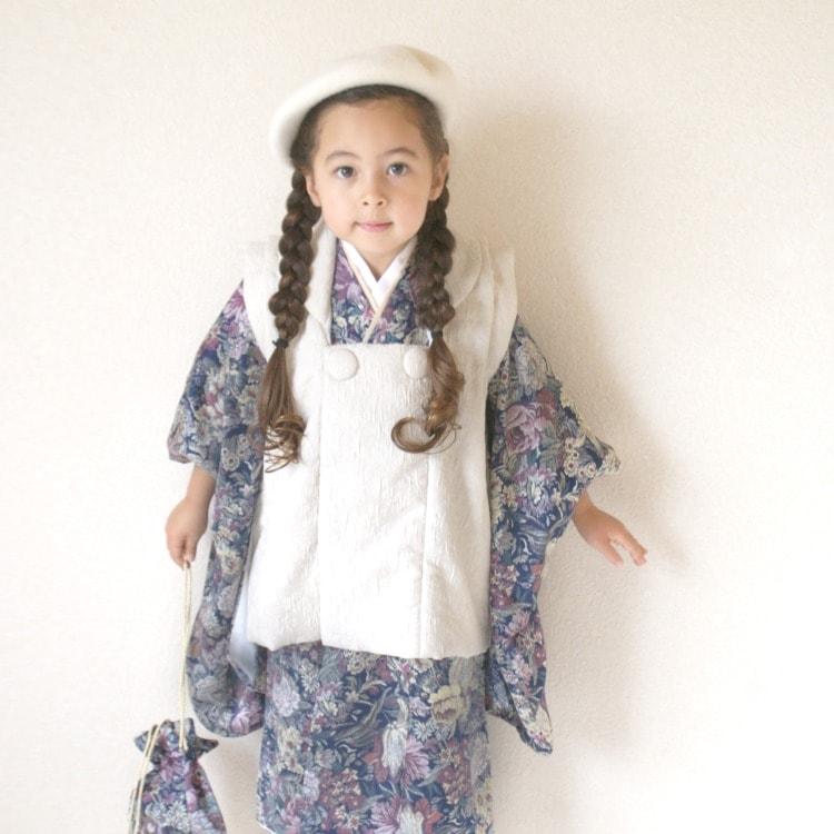 品番 6715612200 / utatane 女児(3歳)七五三 着物 被布セット 華やか 可愛い系 花柄 紺系(画像)