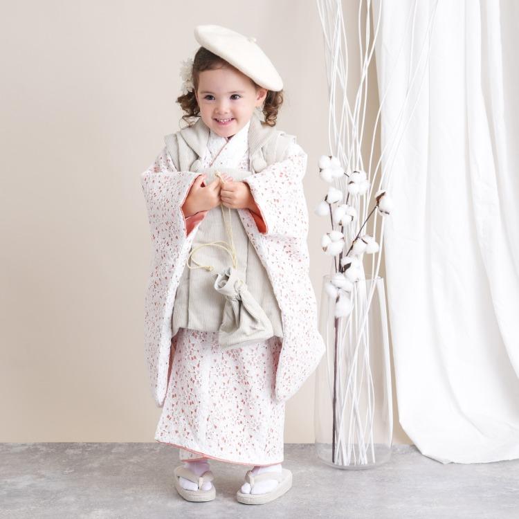 品番 6715618100 / utatane 女児(3歳)七五三 着物 被布セット 華やか 可愛い系 レース オフ白系(画像)