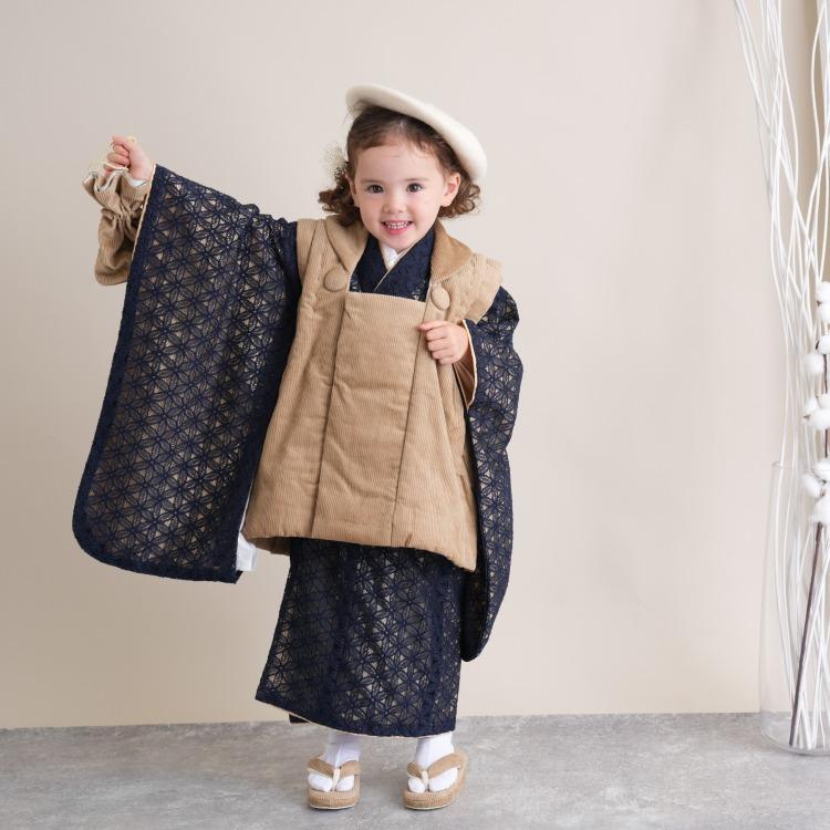 品番 6715618200 / utatane 女児(3歳)七五三 着物 被布セット 華やか 可愛い系 レース 黒系(画像)