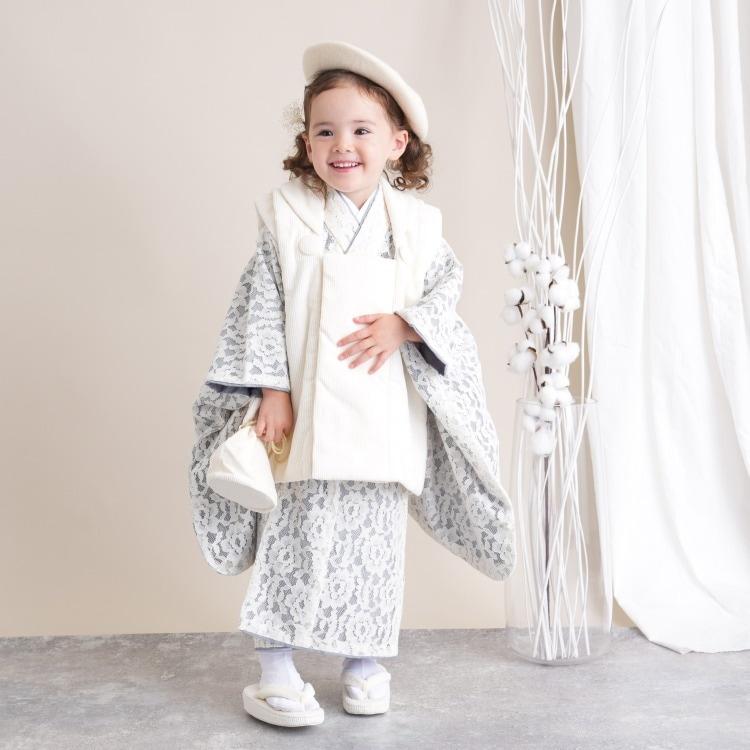 品番 6715618400 / utatane 女児(3歳)七五三 着物 被布セット 華やか 可愛い系 レース オフ白系(画像)