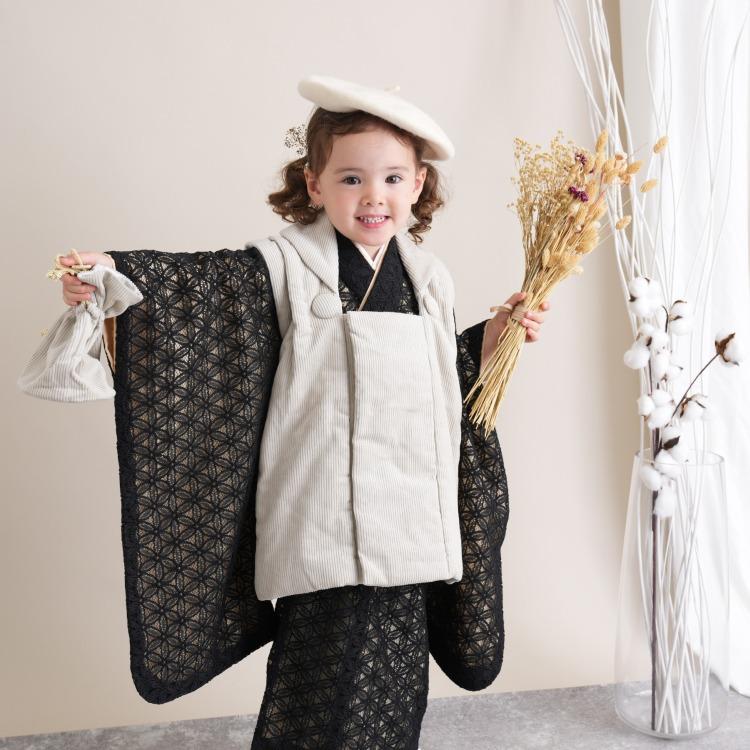品番 6715618500 / utatane 女児(3歳)七五三 着物 被布セット 華やか 可愛い系 レース 黒系(画像)