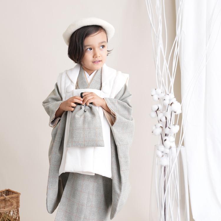 品番 6716601700 / utatane 男児(3歳)七五三 着物 被布セット 古典柄 レトロ アンティーク系 グレンチェック グレー系(画像)