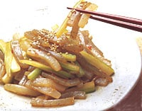 突きこんにゃくとセロリの中華風辛味炒め